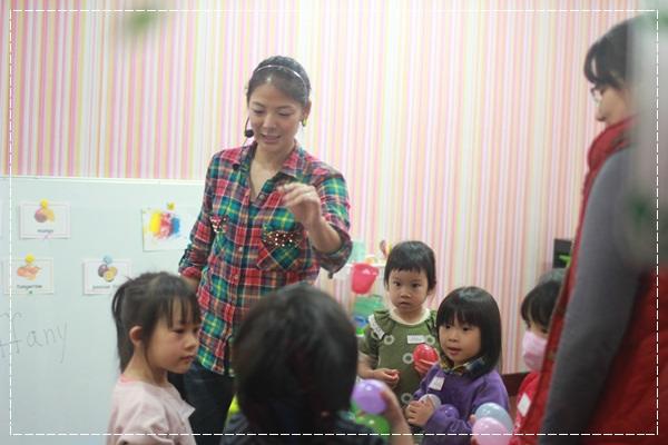 安娜愛英文✿‿✿聽Tiffany Hsu老師說顏色好好玩@艾比露比‧英文繪本館 (2).JPG