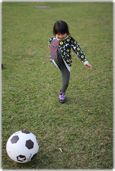 【小猴媽❤大創】 宛如夢幻婚禮般的粉嫩春日野餐 at 南港公園 (100).JPG