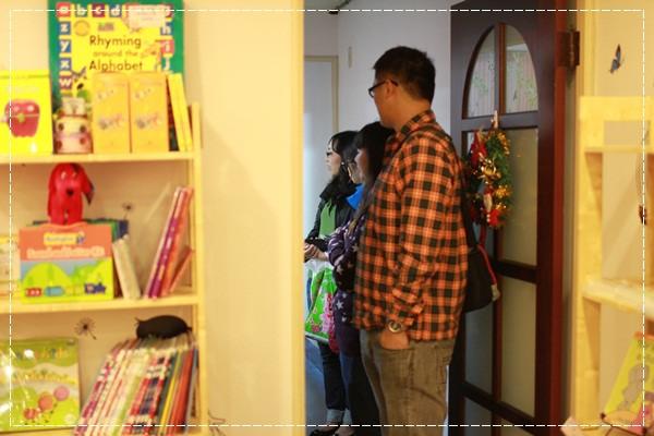 安娜愛英文✿‿✿聽Tiffany Hsu老師說顏色好好玩@艾比露比‧英文繪本館 (8).JPG