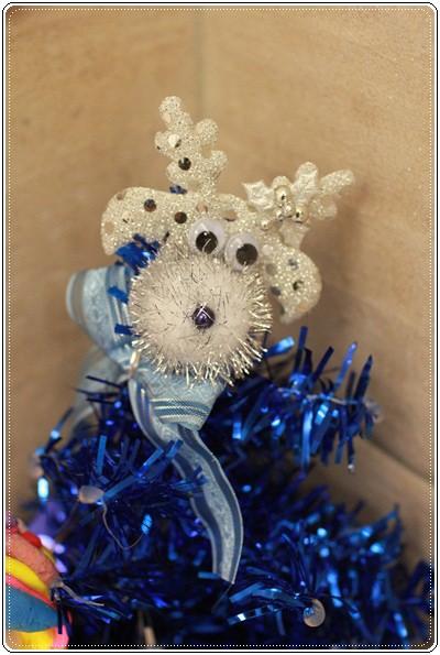 【小猴媽❤大創】聖誕節ㄟ居家佈置。拉哩溝~拉哩溝~歡迎來到艾莎女王的冰雪世界 (26).JPG