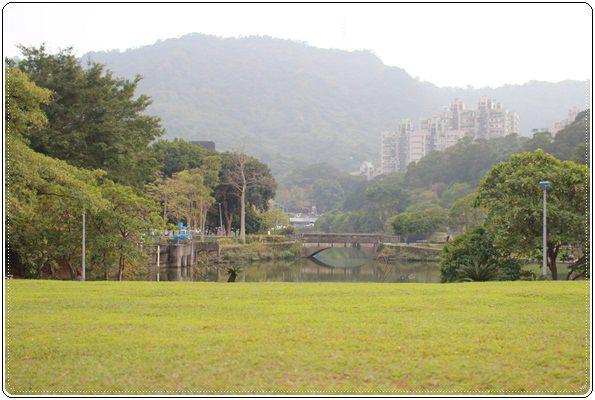 【小猴媽❤大創】 宛如夢幻婚禮般的粉嫩春日野餐 at 南港公園 (13).JPG