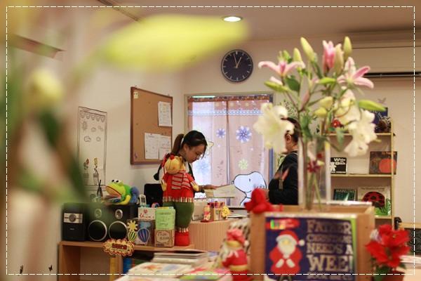 安娜愛英文✿‿✿聽Tiffany Hsu老師說顏色好好玩@艾比露比‧英文繪本館 (15)