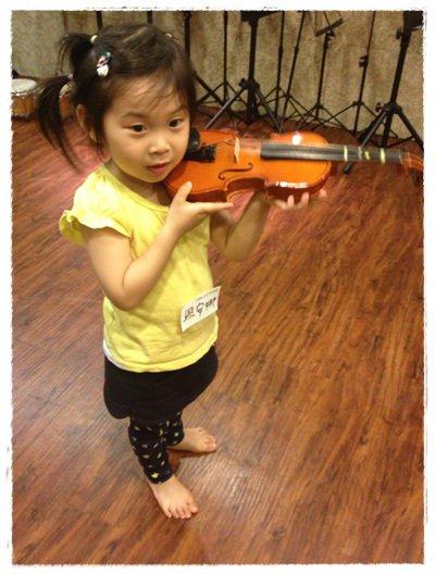 ﹝3Y9M3W3D﹞暢遊音樂王國 第一堂『小提琴與大提琴』@音樂理想國 (40)