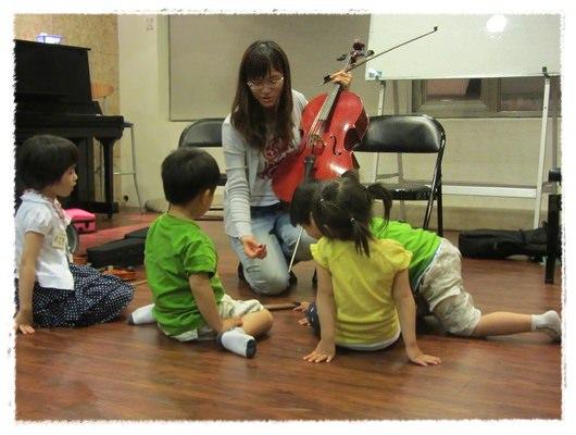 ﹝3Y9M3W3D﹞暢遊音樂王國 第一堂『小提琴與大提琴』@音樂理想國 (16)