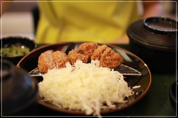 ﹝3Y10M1W6D﹞到底是來吃飯還是拍寫真集啊!@福勝亭TONKATSU日式豬排專賣 (41)