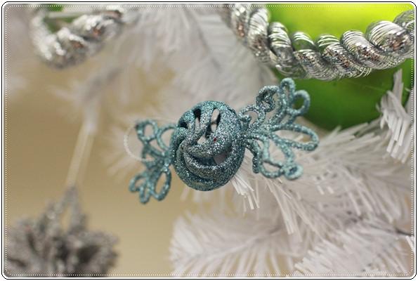 【小猴媽❤大創】聖誕節ㄟ居家佈置。拉哩溝~拉哩溝~歡迎來到艾莎女王的冰雪世界 (15).JPG