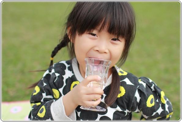 【小猴媽❤大創】 宛如夢幻婚禮般的粉嫩春日野餐 at 南港公園 (50).JPG