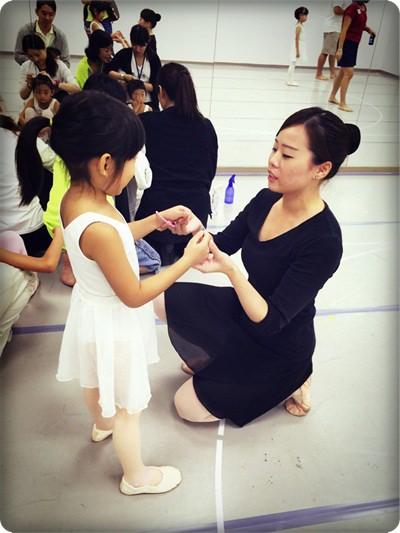 安娜愛舞蹈✿‿✿站在窗台前看啊看~終於成為天鵝姐姐囉!◎雲門專業舞蹈基礎班 (1).jpg