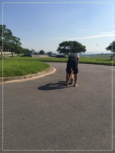 安娜愛上學✿‿✿圖畫日記:學騎雙輪腳踏車 (4).jpg