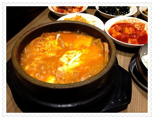 ﹝4Y8M2W3D﹞九尾韓國豆腐煲◎媽媽耍任性~硬是要吃了泡菜鍋才要去韓國!! (5)