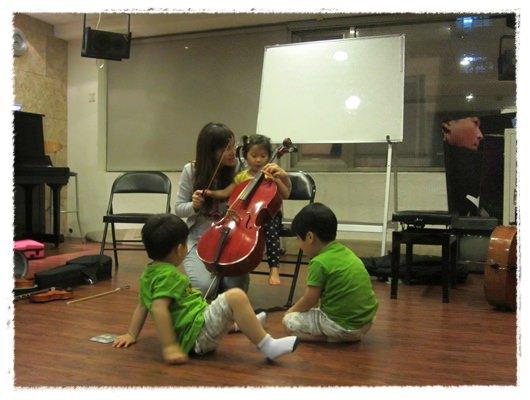 ﹝3Y9M3W3D﹞暢遊音樂王國 第一堂『小提琴與大提琴』@音樂理想國 (14)