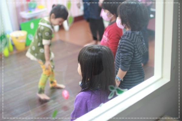 安娜愛英文✿‿✿聽Tiffany Hsu老師說顏色好好玩@艾比露比‧英文繪本館 (10).JPG