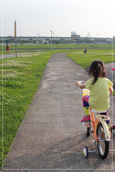 ﹝4Y8M4W2D﹞美堤河濱公園騎單車去 (14)