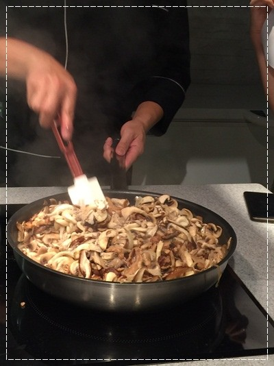 ﹝邀約﹞你知我知好學網◎『MARCO老師的義大利經典系列課程』第二季:道地起士白醬製作+松露野菇濃湯+焗烤海鮮筆管麵 (8).jpg