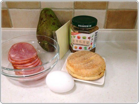 元氣早餐;野餐也美味的酪梨堅果馬芬堡 (2).jpg
