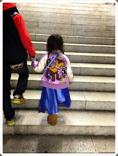 2015冬遊日本。東京迪士尼樂園之安娜與艾莎的冰雪夢幻 (170).jpg
