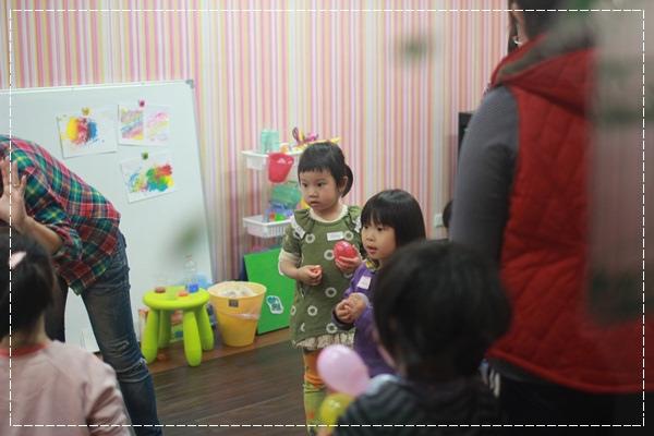 安娜愛英文✿‿✿聽Tiffany Hsu老師說顏色好好玩@艾比露比‧英文繪本館 (3).JPG