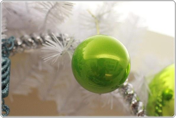 【小猴媽❤大創】聖誕節ㄟ居家佈置。拉哩溝~拉哩溝~歡迎來到艾莎女王的冰雪世界 (10).JPG