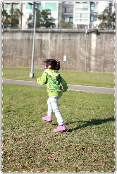 【小猴媽❤大創】轟金透ㄟ野餐日at 美堤河濱公園 (53).JPG
