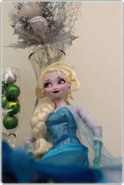 【小猴媽❤大創】聖誕節ㄟ居家佈置。拉哩溝~拉哩溝~歡迎來到艾莎女王的冰雪世界 (18).JPG
