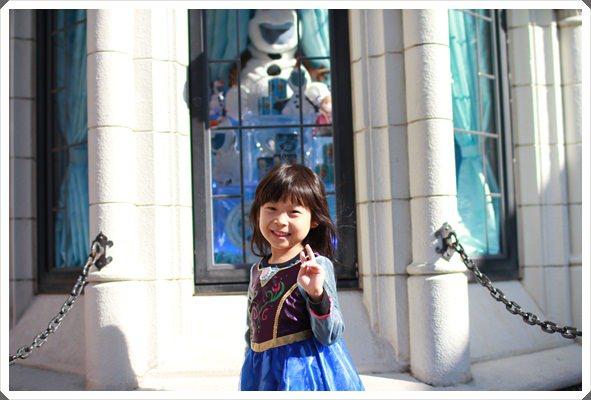 2015冬遊日本。東京迪士尼樂園之安娜與艾莎的冰雪夢幻 (39).JPG