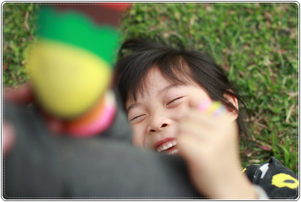 【小猴媽❤大創】 宛如夢幻婚禮般的粉嫩春日野餐 at 南港公園 (49).JPG