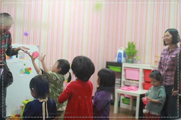 安娜愛英文✿‿✿聽Tiffany Hsu老師說顏色好好玩@艾比露比‧英文繪本館 (14).JPG