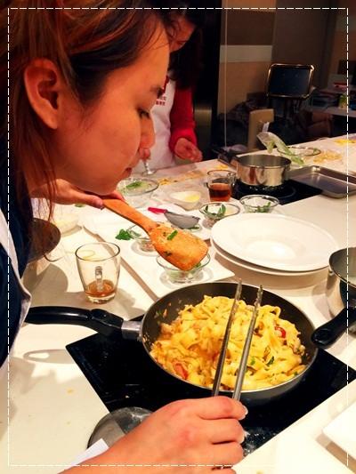 ﹝邀約﹞你知我知好學網◎沉迷義食:男模主廚Augustin教你羅馬道地料理(義式家常手工麵與獨門鮭魚肉醬、乳酪菠菜麵餃搭鼠尾草奶油) (20).jpg