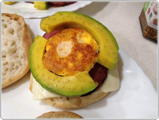 元氣早餐;野餐也美味的酪梨堅果馬芬堡 (4).jpg